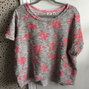 Short sleeved cozy top grey with hot pink flowers